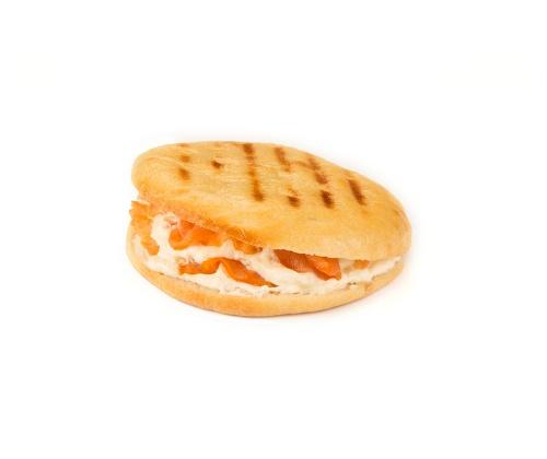 Rodado de salmón ahumado con queso crema