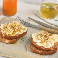 French Toast Vegana con Plátano, Canela, Miel y Nueces