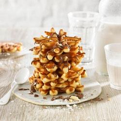 Mini porciones de gofre belga con crema de cacao y coco