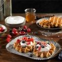 Gofre belga con nata montada y frutos rojos