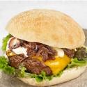Burger con cebolla caramelizada, Cheddar y salsa tártara
